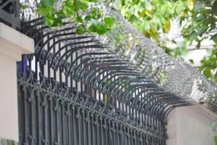 Tại sao nên dùng dây kẽm gai chống trộm